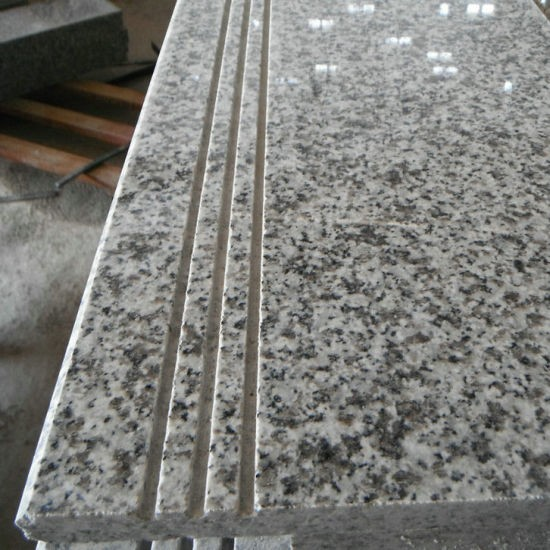 wohO-Light-Grey-Granite-Stairs-and-Risers-with-Anti-Slip-Line.jpg