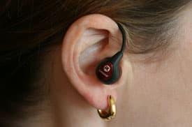 woman-wearing-earphone-275p