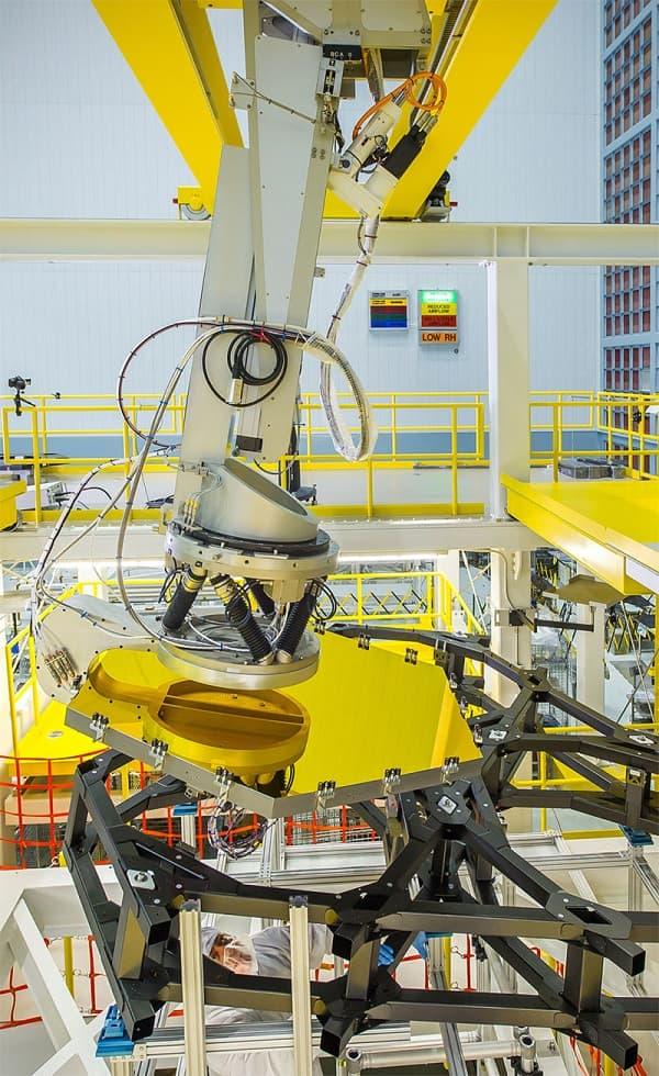 Robotic-Arm-To-Fix-Mirrors