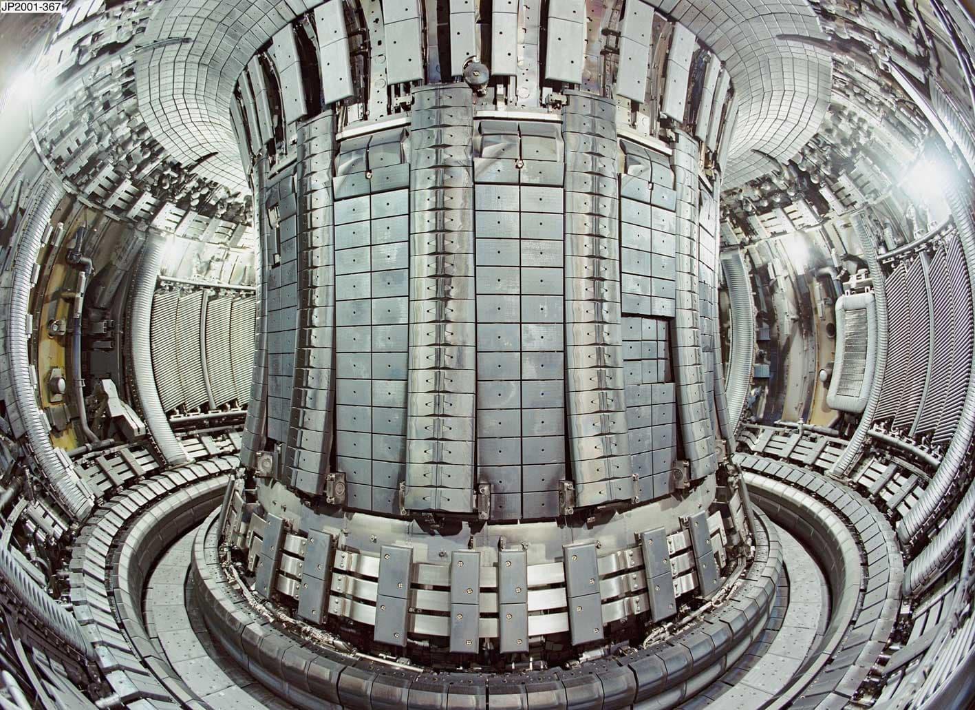 Tokamak-Reactor-Inside