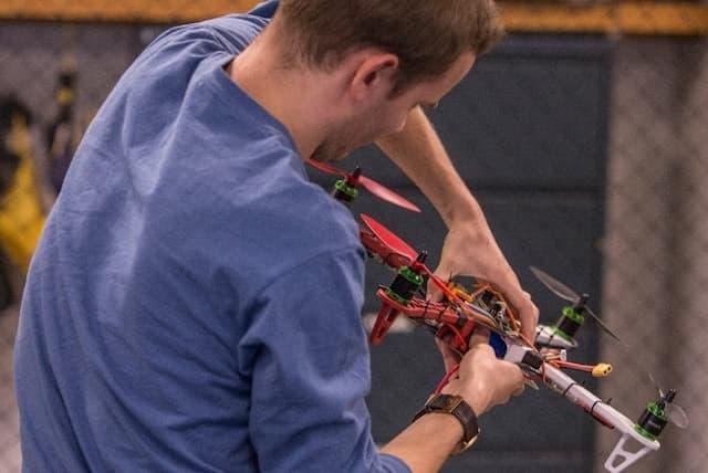 dron-landing-moving-platform-fuzzy-logic